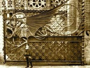 Antoni Gaudi fier forjat 3