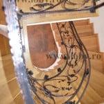 Scara elicoidala cu balustrada din fier