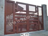 Poarta-acoperita-cu-tabla-perforata-PG 371